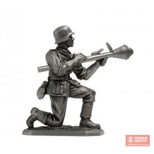 Немецкий пехотинец с Фауст-патроном, 1944-45 Vnt-03