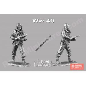 Десантник в прыжковом шлеме с ППШ WW-40