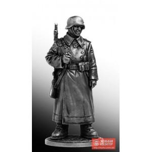 Рядовой пехоты Вермахта (Германия) в караульных ботах. 1942-43 гг. WWII-25